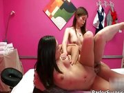 imagen Nasty asian babe goes crazy getting her