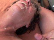 Ancianas xxx en una recopilación de corridas faciales