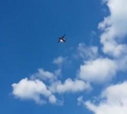 imagen Piloto salta de un avión en llamas