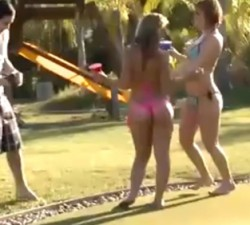 imagen Es peligroso dejar a tus hijas solas
