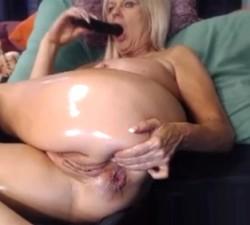 imagen Vieja dándose caña en el culo por webcam