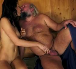 imagen Se folla a su sobrina en una sauna