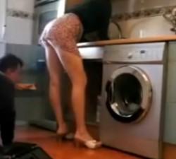 imagen REAL: marido descubre que su mujer calienta al fontanero