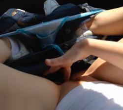 imagen Le pide a su novio que pare el coche para masturbarse