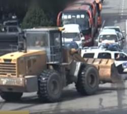 imagen Conductor de excavadora loco abatido por la policia