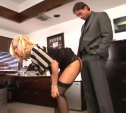 imagen Secretaria madura follada por el jefe