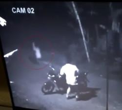 imagen Fantasma de una chica aterroriza a un motorista