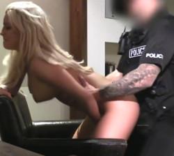 imagen Puta follando con un agente de la ley