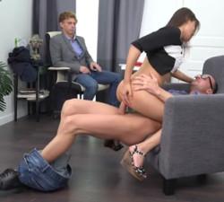 imagen Asiatica llega a un acuerdo con su jefe y su novio