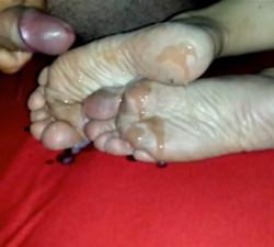 imagen Corrida en los pies sucios de su señora