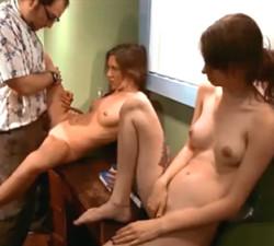 imagen Chicas hipnotizadas follando con un supuesto doctor