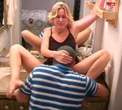 imagen Jovencito le come el coño a una madura divorciada