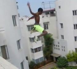 imagen Salto mortal a una piscina de metro y medio de profundidad