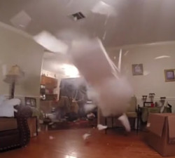 imagen Construye una bomba mientras limpiaba la casa