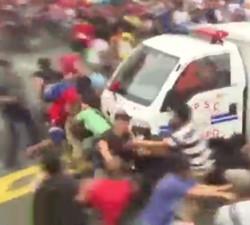 imagen Policia de Filipinas atropella a varios manifestantes
