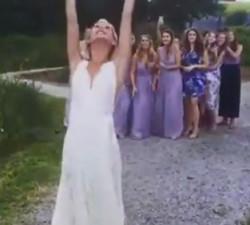 imagen ¿Que hacer cuando le toca a tu novia el ramo de rosas?