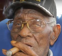 imagen Veterano de guerra vivo gracias al whisky y el tabaco