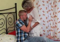 madre seduce hijo