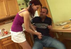 padre hija desayuno