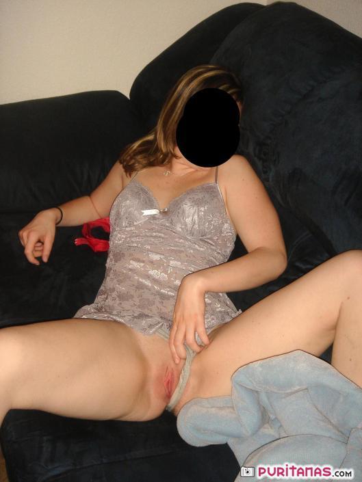 Más esposa mostrando coño durante el almuerzo 4