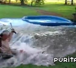 imagen abuelo inunda el jardin