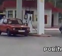 imagen odisea en la gasolinera