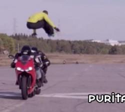 imagen salta dos motos a 110 km por hora