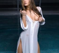 mojada y transparente