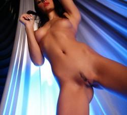 desnudita en la pasarela