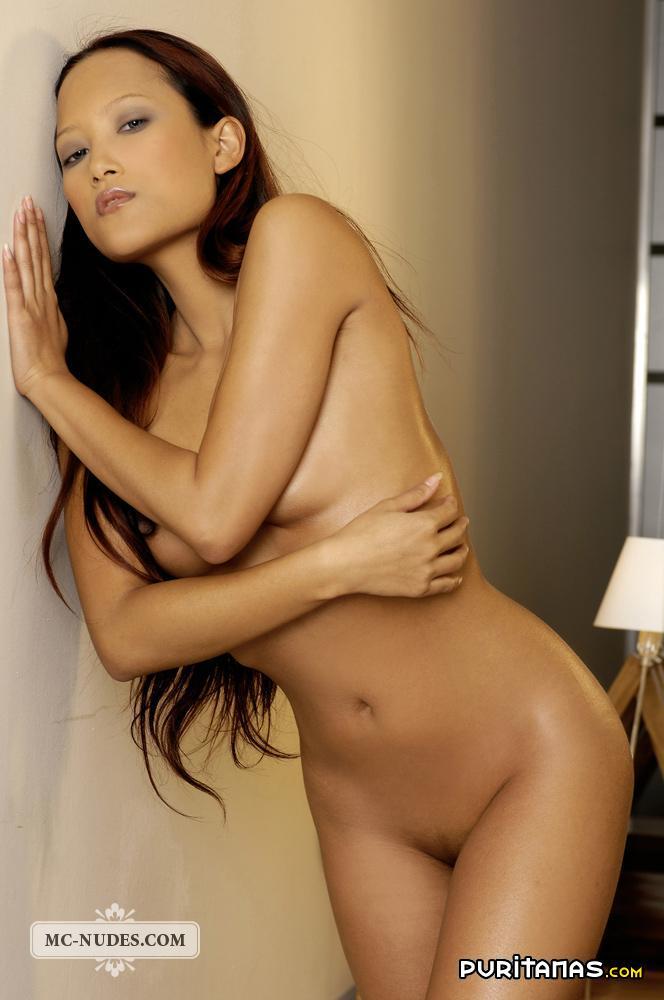Desnudas jóvenes orientales hembras desnudas