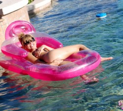 flotando en la pisci tan ricamente