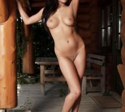 bikini dorado para empezar las vacaciones