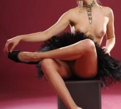 bailarina se desnuda pero se deja el tutu