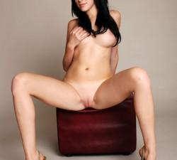 desnuda y risueña, como a mi me gusta