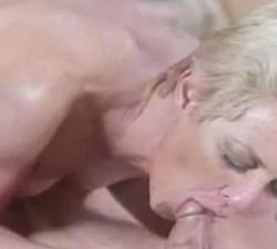 madura rusa seduce a joven antenista