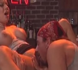 imagen espectaculo en un bar de carretera