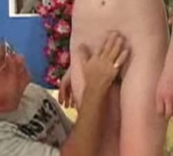 imagen abuelo conoce a su nieta y se la folla