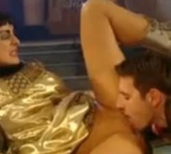 imagen follandose a la reina del nilo