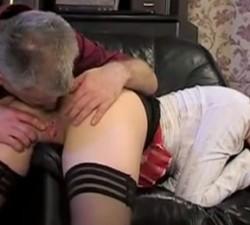 imagen el viejo se empeño en comerme el culo y follarme