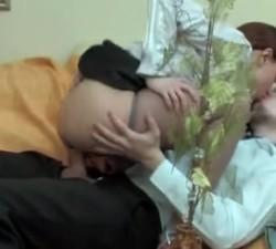 imagen jovenes se lian a follar en la sala de espera