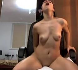 imagen chica normal y corriente decide grabar un orgasmo
