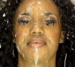 imagen mascarilla facial de leche para una negra