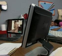 imagen la doctora ve porno y la enfermera folla al paciente