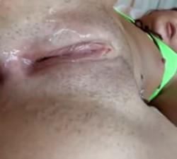imagen aliñando los agujeros de la puta de la playa