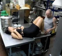imagen cocinero pillado por las camaras de seguridad