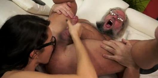 cinta de sexo mujer madura beso negro