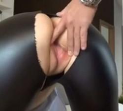 Metiendo Mano En Pantalon - Porno TeatroPornocom